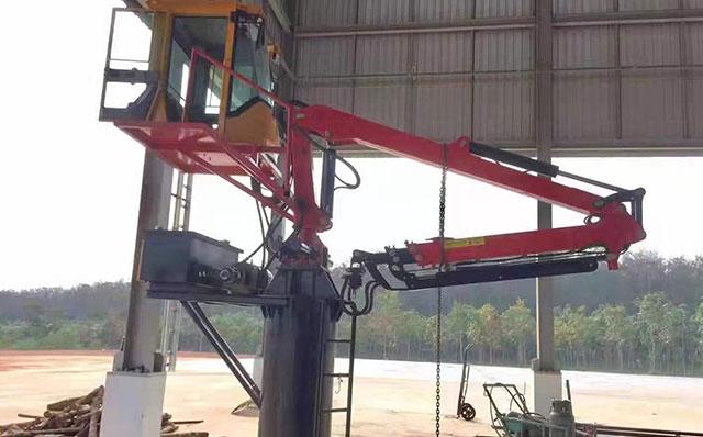 木材颗粒厂粉碎机投料口用7.8米两节伸缩抓木机